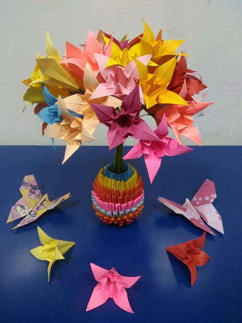 Origami Bouquet of Lily flowers with Origami Vase